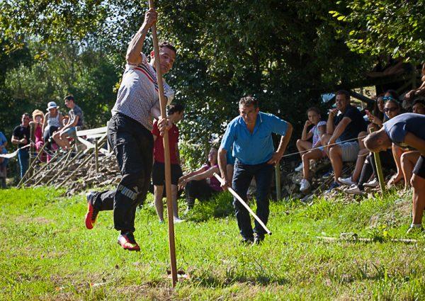 Salto Pasiego en las Fiestas de Garzon en Solorzano