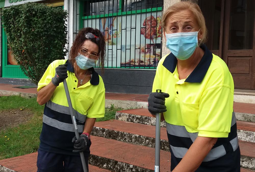 Trabajadoras en labores de limpieza