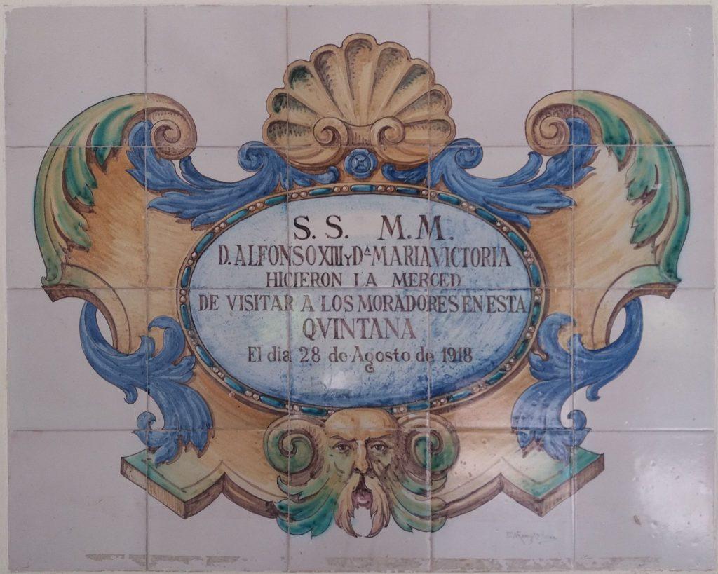 Placa conmemorativa de la visita de Alfonso XIII al albergue de Solórzano